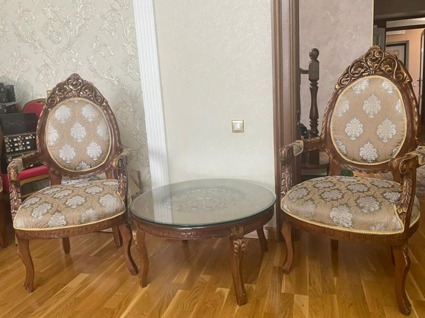Диванчик два кресла столик