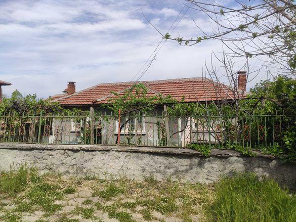Продавам къща в с. Православен