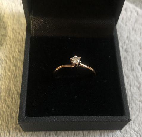 Золотое кольцо с бриллиантом, проба 585