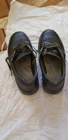 Pantofi cu vârf metalic mărimea 40