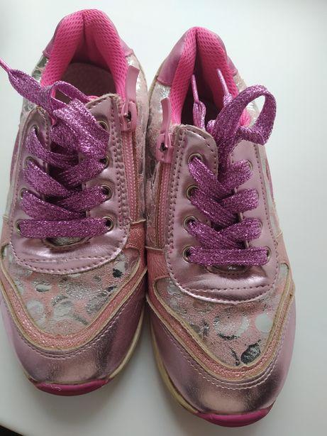 Блестящие кроссовки