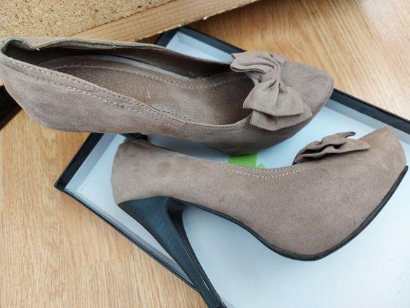 Бежани обувки на ток