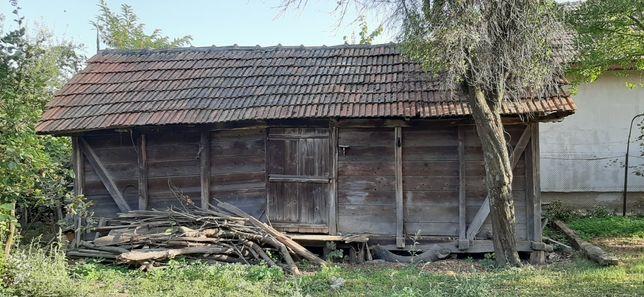 Vand magazie din lemn vechi, in stare foarte buna