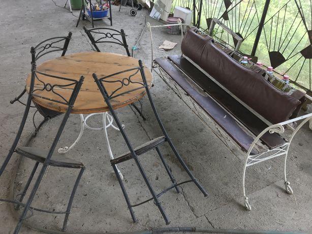 Vand mobilier de terasa din fier forjat si lemn, garantie pe viata