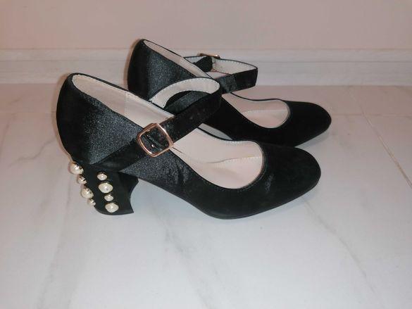Нови обувки от сатен с перли