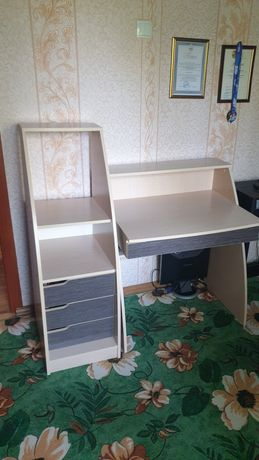 Столик со шкафчиком