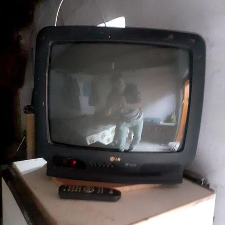 Телевизоры LG один с пультом,а второй без пульта.