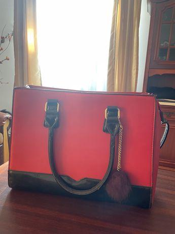 Vând geantă roșie,încăpătoare