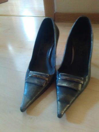 Продаются туфли,  босоножки,  сапоги  размер 35.