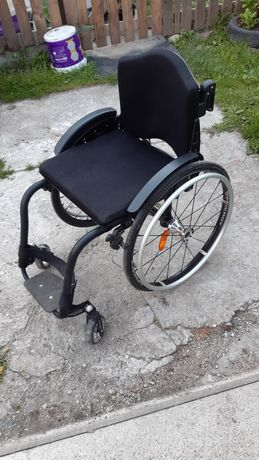 Vând carucior pentru persoane cu dizabilități