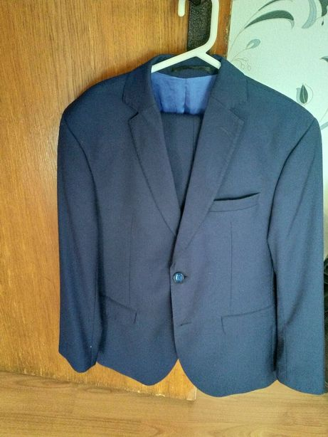 Costum bleumarin deschis , slim fit, mărime 40
