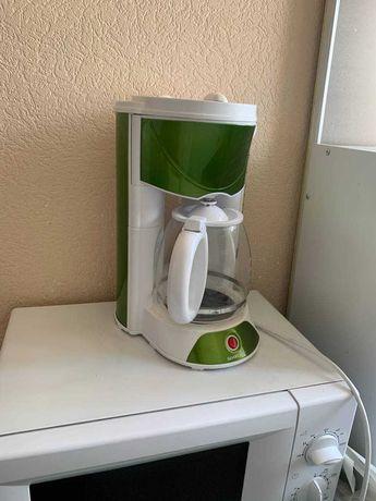 Кофемашина электрическая зеленого цвета