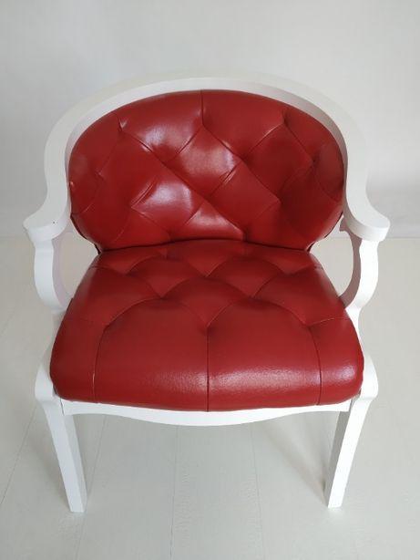 Продам красивое кресло