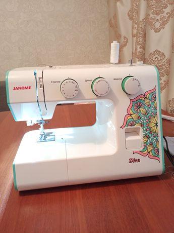 Продам швейную машинку janome