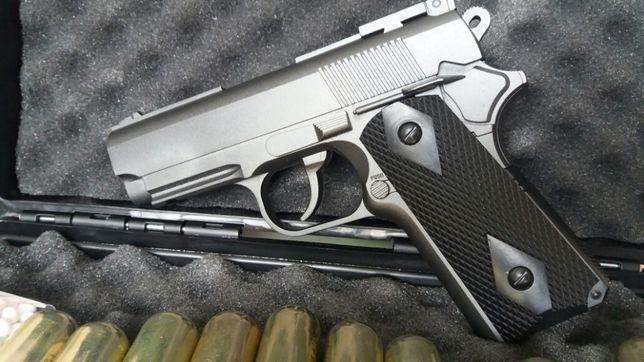 OFERTA full metal pistol airsoft foarte puternic NOU+ CO2 cadou