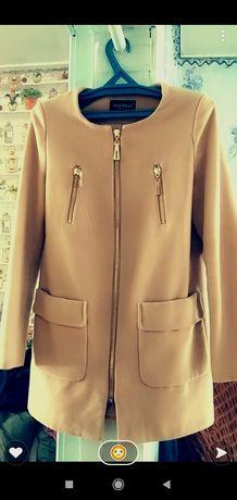 Продам пальто весеннее