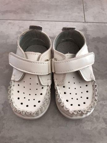 Чисто нови Бебешки обувки номер 18