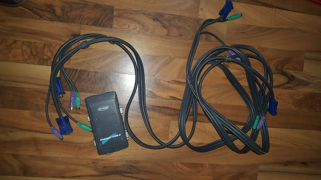 KVM switch cu cablu consola
