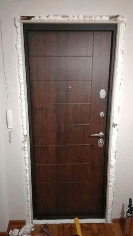 Установка металлических дверей и откосов из ЛДСП