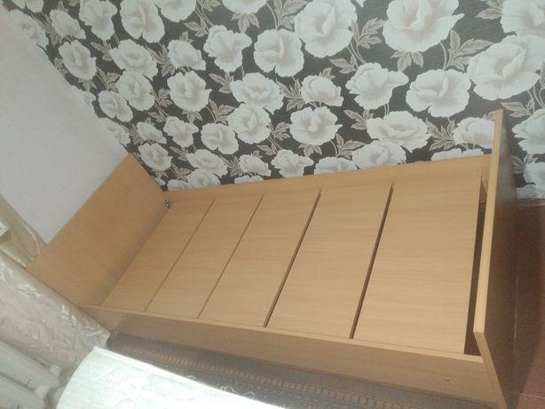 Продам две кровати с матрацами каждая по 10000 тг.