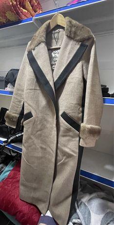 Пальто из кашемира с норковой вставкой