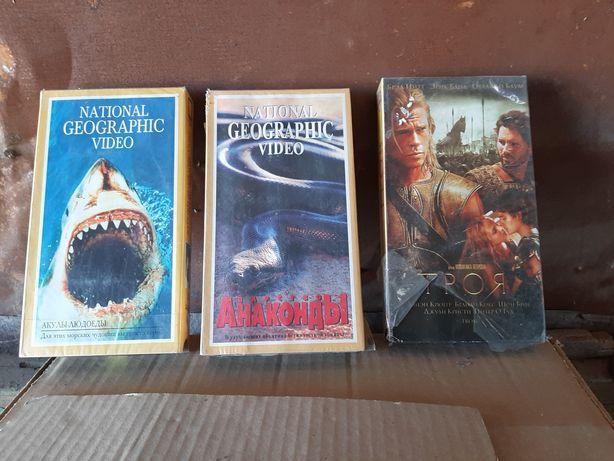 Видеокассеты с хорошими фильмами.⁹
