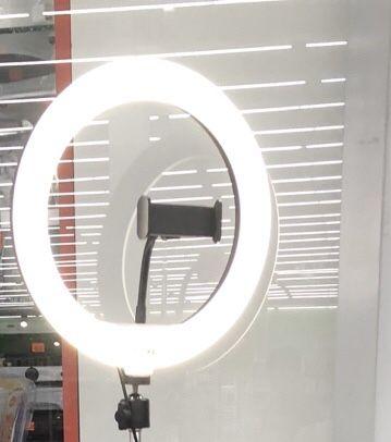 Продам лампу треногу с держателем сотки, для селфи