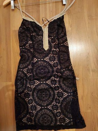 Дантелена рокля с връзки