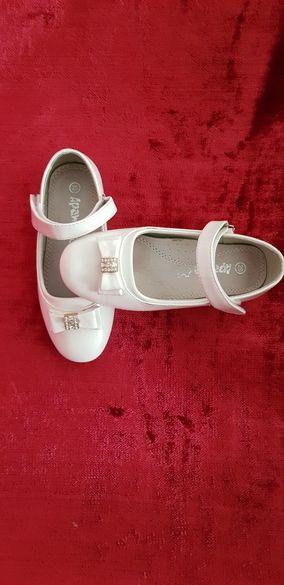 Лачени обувки