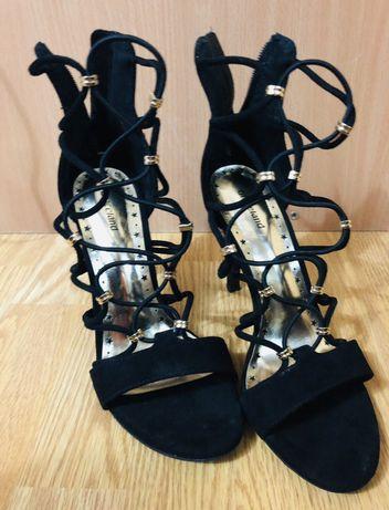 Sandale cu toc negre