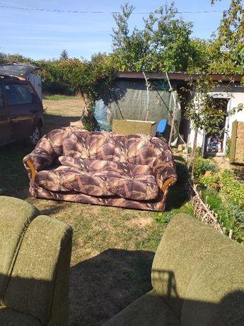 Идеален масивен разтегателен диван с навиващ се на руло в него матрак
