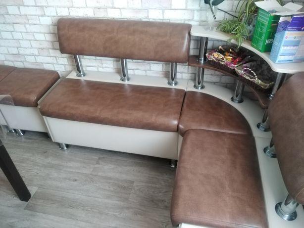 Продам кухонный мягкий диван угловой