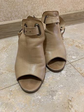 Елегантни сандали Aquamarin