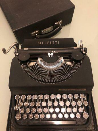Mașina de scris vintage Olivetti