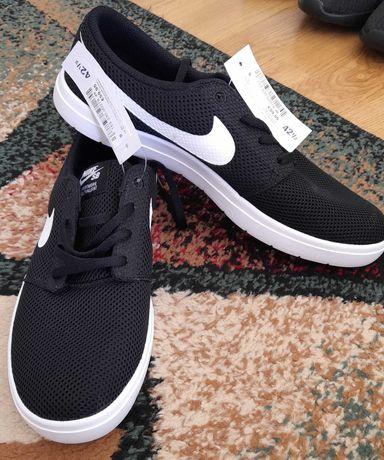 Adidasi Nike noi cu eticheta, Nr. 42(1/2)