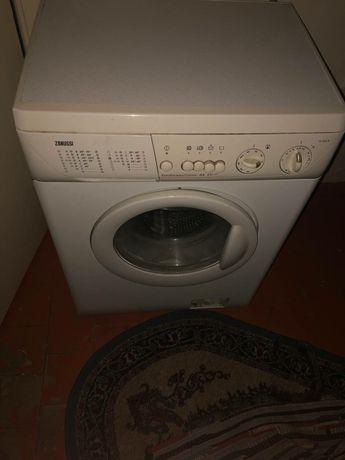 Продам на запчасти стиральную машину Zanussi