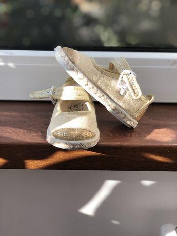 Papucei marimea 22