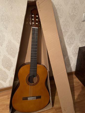 Продам акустическую гитару YAMAHA C40 (нейлон)