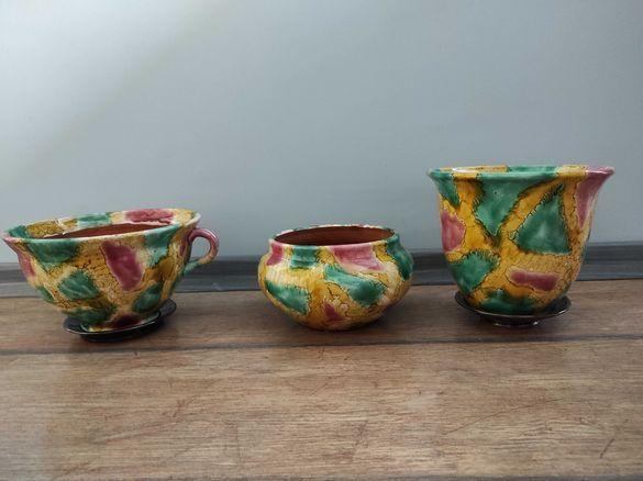 Красиви авторски керамични саксии с чинийки, комплект 3 бр, с печат