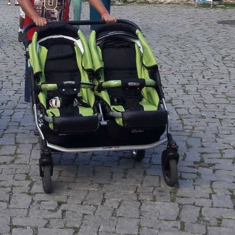 Количка за близнаци