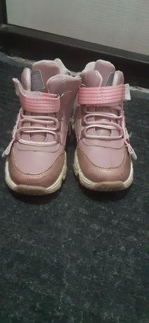 Продам осенние кроссовки