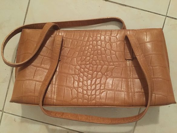 Разпродажба на дамски чанти от естествена кожа