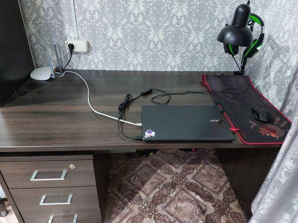 Продам компьютерный и офисный стол вместе с тумбочкой