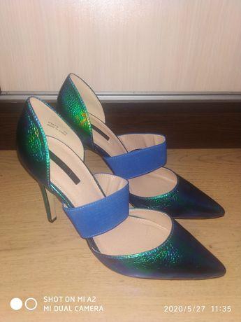 Жестоки нови обувки на Reserved