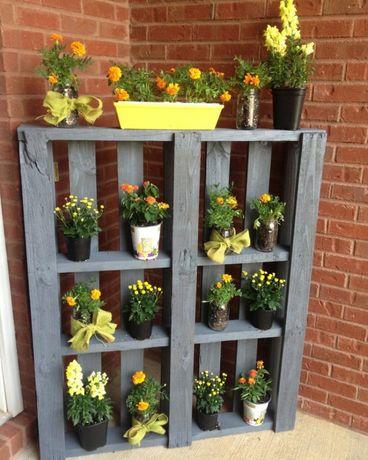 Полки для цветов и мини-диваны по низкой цене.