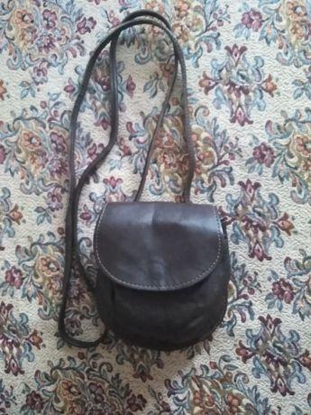 Малка кожена чантичка