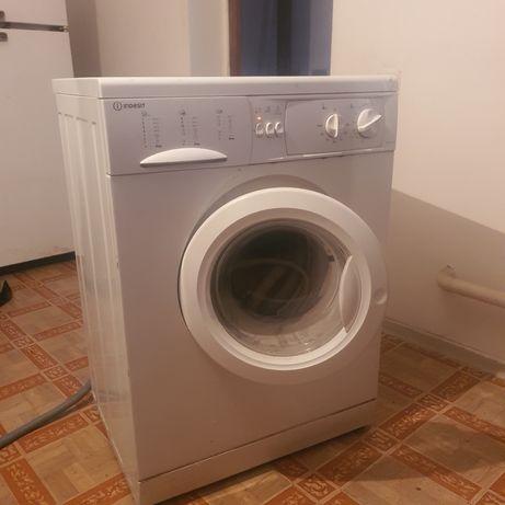В продаже стиральная машина