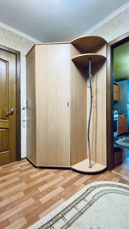 Шкаф угловой и зеркало