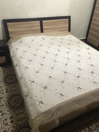 Кровать в спальню в хорошем состоянии