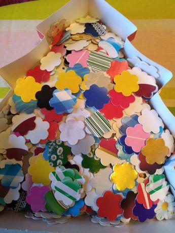 Flori din carton 2,5 cm 700 bucati pentru material didactic